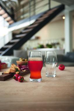 Öl ska delas med en god vän - Alltid 2 glas för 1!